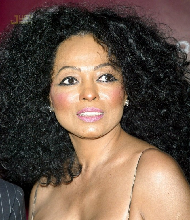 The 74-year old daughter of father Fred Ross, Sr. and mother Ernestine Moten , 164 cm tall Diana Ross in 2018 photo
