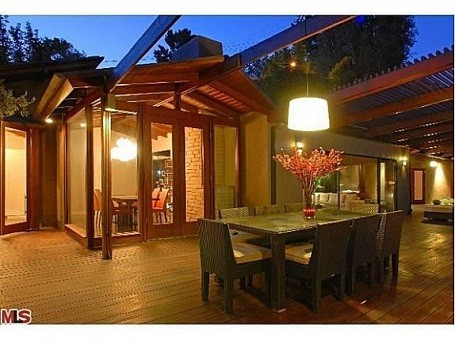 Outdoor dining at Heath Ledger's treehouse