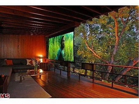 Outdoor projector screen at Heath Ledger's Treehouse