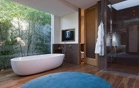 Mathew Perry's tranquil bathroom