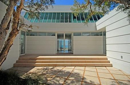 Entrance to Paul Allen's Malibu mansion on Carbon Beach