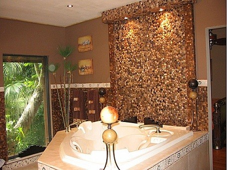 Matt Drudge's master bathroom in his Redland, Miami home.