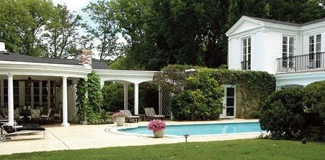 Guesthouse and pool behind Taylor Swift's home in Nashville, Tennessee. 