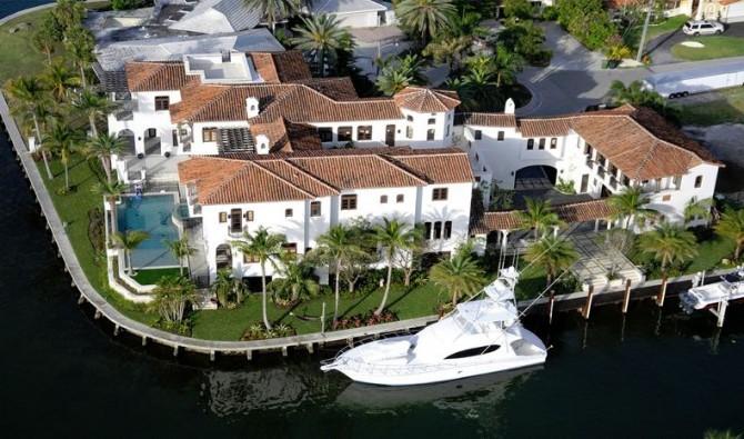 Prositutes Yacht Parties Abortions Billion Dollar Ponzi
