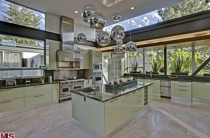 Justin Beiber's Home:  A $10.8 Million 18th Birthday Present