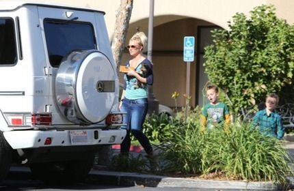 Britney Spears' Car:  If I Had $15 Million I'd Buy a Prettier Car