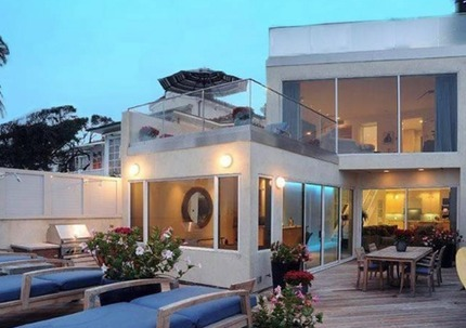 Jim Carrey's House:  The Comedian Sells His Malibu Mansion at a $5 Mil Loss