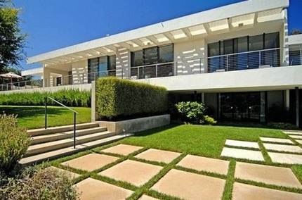 Jennifer Aniston's Home: A $24 Million House for a Star That Keeps Rising