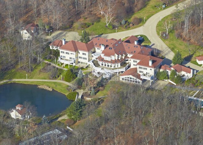 photo: house/residence of cool 140 million earning Rochester Hills, Michigan, United States-resident