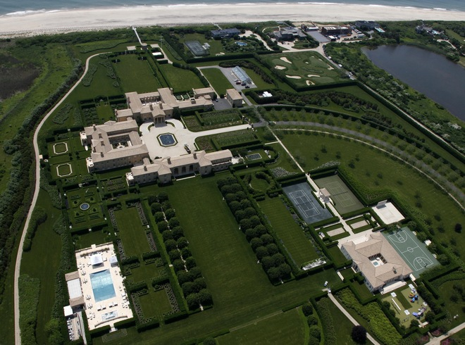 Luxury mansions celebrity homes fairfield pond the for Most expensive homes in the hamptons