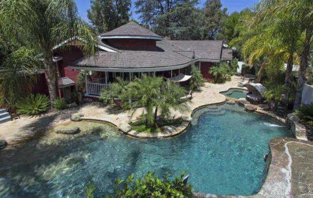 photo: house/residence of cool 18 million earning Tarzana, CA USA. -resident