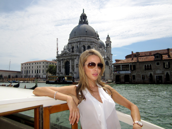Lisa Hochstein in Venice Italy