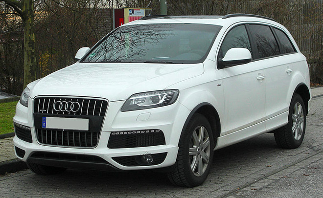 photo of Jason Segel Audi Q7 - car