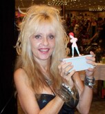 Linnea Quigley Net Worth