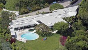 Thumbnail for Courteney Cox and David Arquette Selling Beverly Hills Mansion for $20 Million