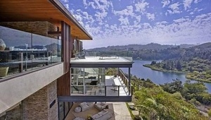 Thumbnail for Justin Bieber's Home:  A $10.8 Million 18th Birthday Present