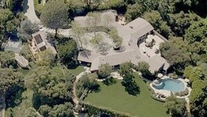 Thumbnail for Jennifer Garner's Home:  An Upscale $17.5 Million Mansion for a Low-Key Actress