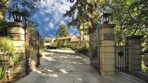 Thumbnail for Katy Perry's House:  You Know You've Arrived When You Sell Your House Before Living In It