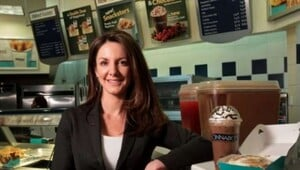 Thumbnail for From Hot Wings to Hot Buns: How A Former Hooters Waitress Turned Cinnabon into Billion Dollar Brand