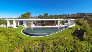 Thumbnail for Beyonce And Jay-Z Lose Bidding War For Absolutely Insane Beverly Hills Megamansion