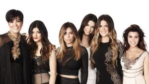 Thumbnail for The Kardashian Family Just Signed A $100 Million TV Deal With E!
