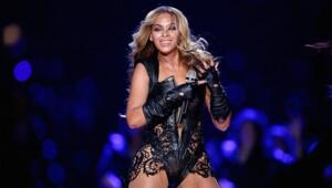 Thumbnail for Beyonce Drops $311K On Diamond-Encrusted Stilettos