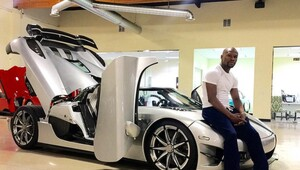 Thumbnail for Floyd Mayweather Drops Almost $5 Million On Extremely Limited Hypercar