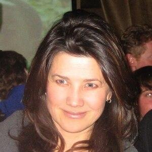 Daphne Zuniga Net Worth